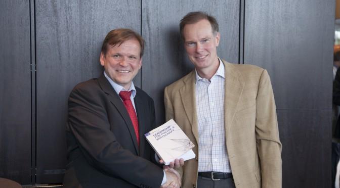 V. l. n. r.: Elmar Niederhaus (Herausgeber) und Ludger Siebertz (Interviewpartner). Foto: Jörg Zaber von Zaber Images Düssel-dorf http://www.zaber.de/