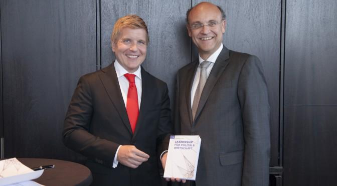 V. l. n. r.: Helmut Fuchs (Herausgeber) und Klaus Steven (Gastautor). Foto: Jörg Zaber von Zaber Images Düsseldorf http://www.zaber.de/