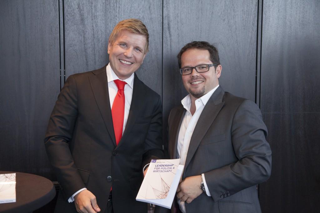V. l. n. r.: Helmut Fuchs (Herausgeber) und Michael Buck (Gastautor). Foto: Jörg Zaber von Zaber Images Düsseldorf http://www.zaber.de/