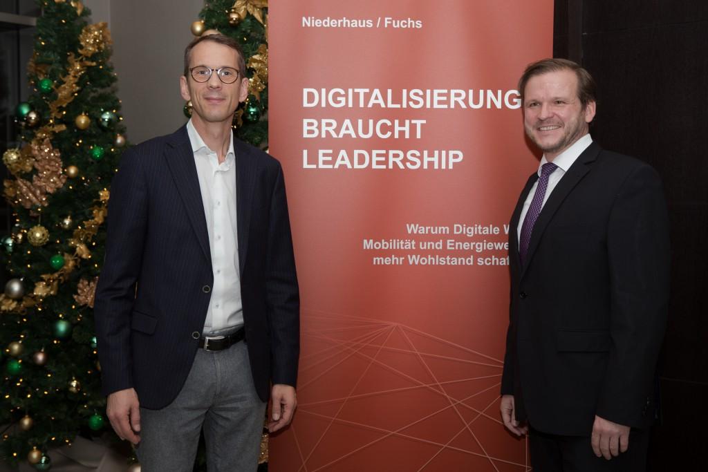 Glenn González und Elmar Niederhaus während der Präsentation des neuen Buchs Digitalisierung braucht Leadership von Elmar Niederhaus und Helmut Fuchs am 21. November 2017 im Van der Falk Airporthotel in Düsseldorf.