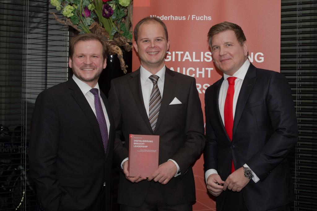 Elmar Niederhaus, Nico Lüdemann und Helmut Fuchs während der Präsentation des neuen Buchs Digitalisierung braucht Leadership von Elmar Niederhaus und Helmut Fuchs am 21. November 2017 im Van der Falk Airporthotel in Düsseldorf.